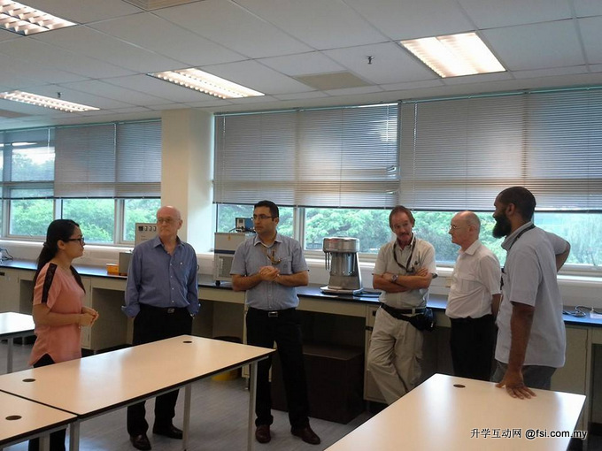 Professor Evans (2nd left) and Dr. Choate (2nd right) touring the drilling laboratory at Curtin Sarawak.