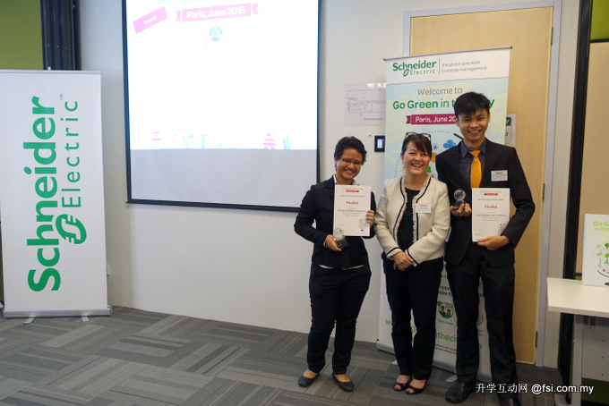 Team X00FF00, comprising Lim Choon Yun (left) and Breena Theseira (right) (Photo courtesy: Schneider Electric