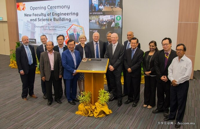 Group photo of top management officials from Sarawak and Perth campuses.